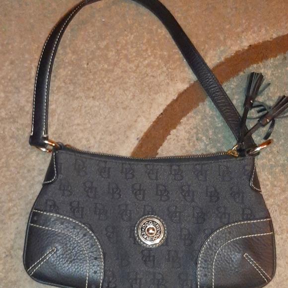 Dooney & Bourke purse/handbag